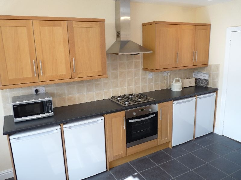 Room (with kitchenette) in a Shared House, Town Centre, Chequer Rd ...