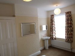 Room in a Shared House, Town Centre, Chequer road